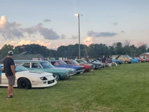 FRIDAY NIGHT CAR SHOWS UNDER THE LIGHTS